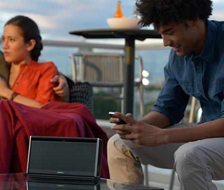 Bose SoundLink Bluetooth Mobile Speaker II in use 1