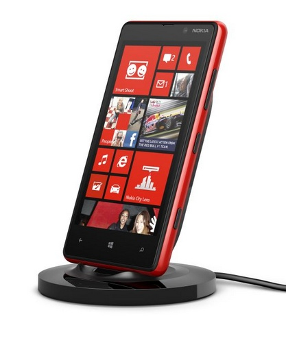 Nokia Wireless Charging Stand DT-900 in use