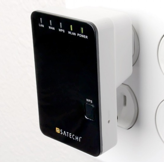 Satechi Wireless Multifunction Mini Router in use