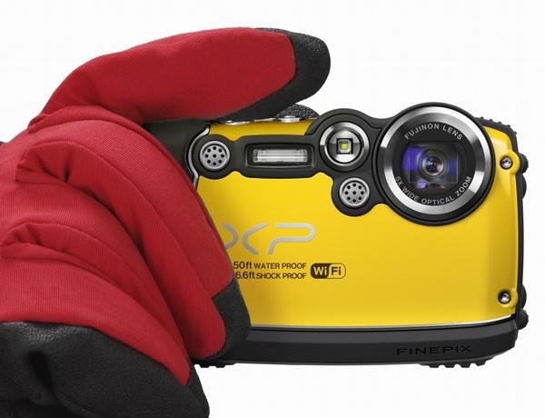 FujiFilm FinePix XP200 Ultra Rugged Camera with WiFi glove