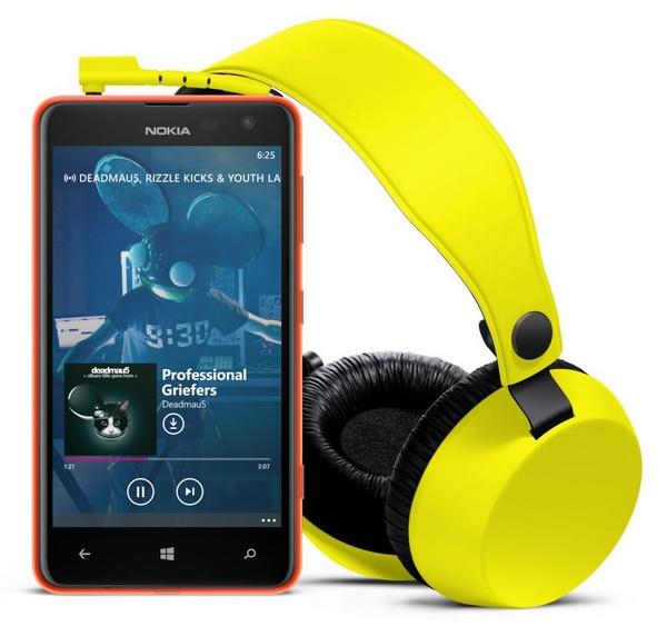 Nokia Lumia 625 Affordable LTE WP8 Smartphone with headphone