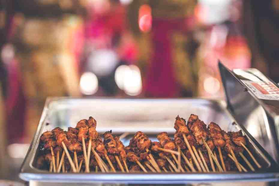 Heerlijk gemarineerde kipspiezen van de barbecue