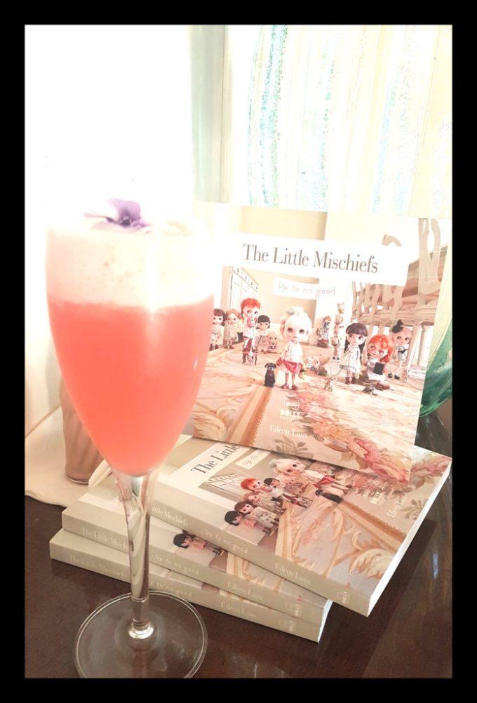 dolly_treasures_book_drink_1_border