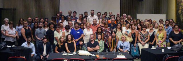 Foto grupal participantes en el auditorio.