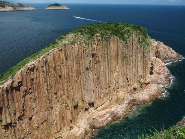 Po Pin Chau Sea Stack seen from Fa Shan 破邊洲海蝕柱-花山