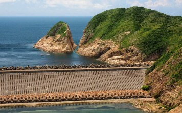 Po Pin Chau Sea Stack seen from High Island Reservoir East Dam 破邊洲-萬宜水庫-東壩