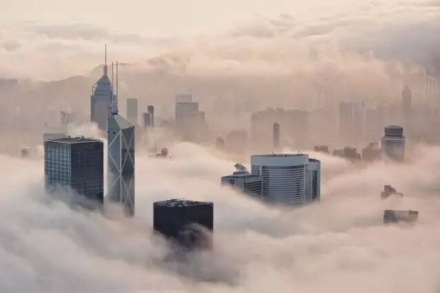 Fog at Hong Kong Island seen from Lugard Road 山頂盧吉道之霧