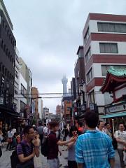 スカイツリー。ここからみると大阪の通天閣みたいだ