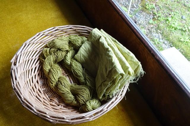 草木染(クサギ)綿糸とサラシを染めました