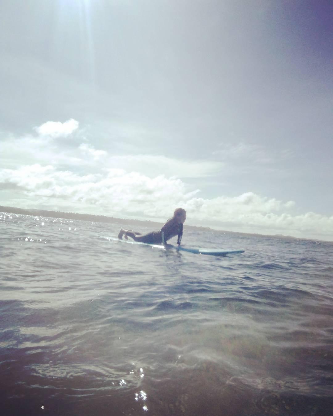 surfing sesh in siargao digitalnomad itravelrox itravelroxsiargao itravelroxsurigao siargaoisland