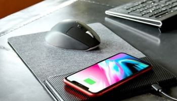The-Smartphone-Charging-Mouse-Pad-2