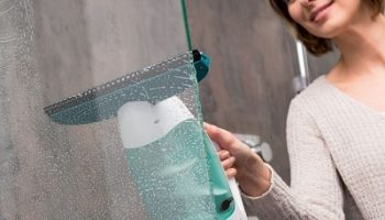 Streak-Free-Window-Washing-Vacuum