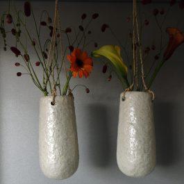 van plastic vaas naar witte hangvaas