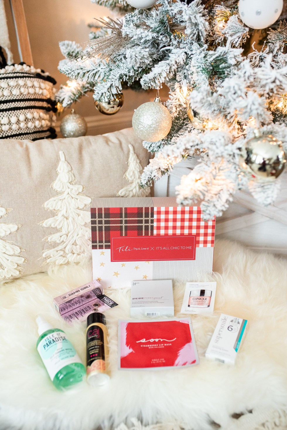 Tili It's All Chic To Me December Box