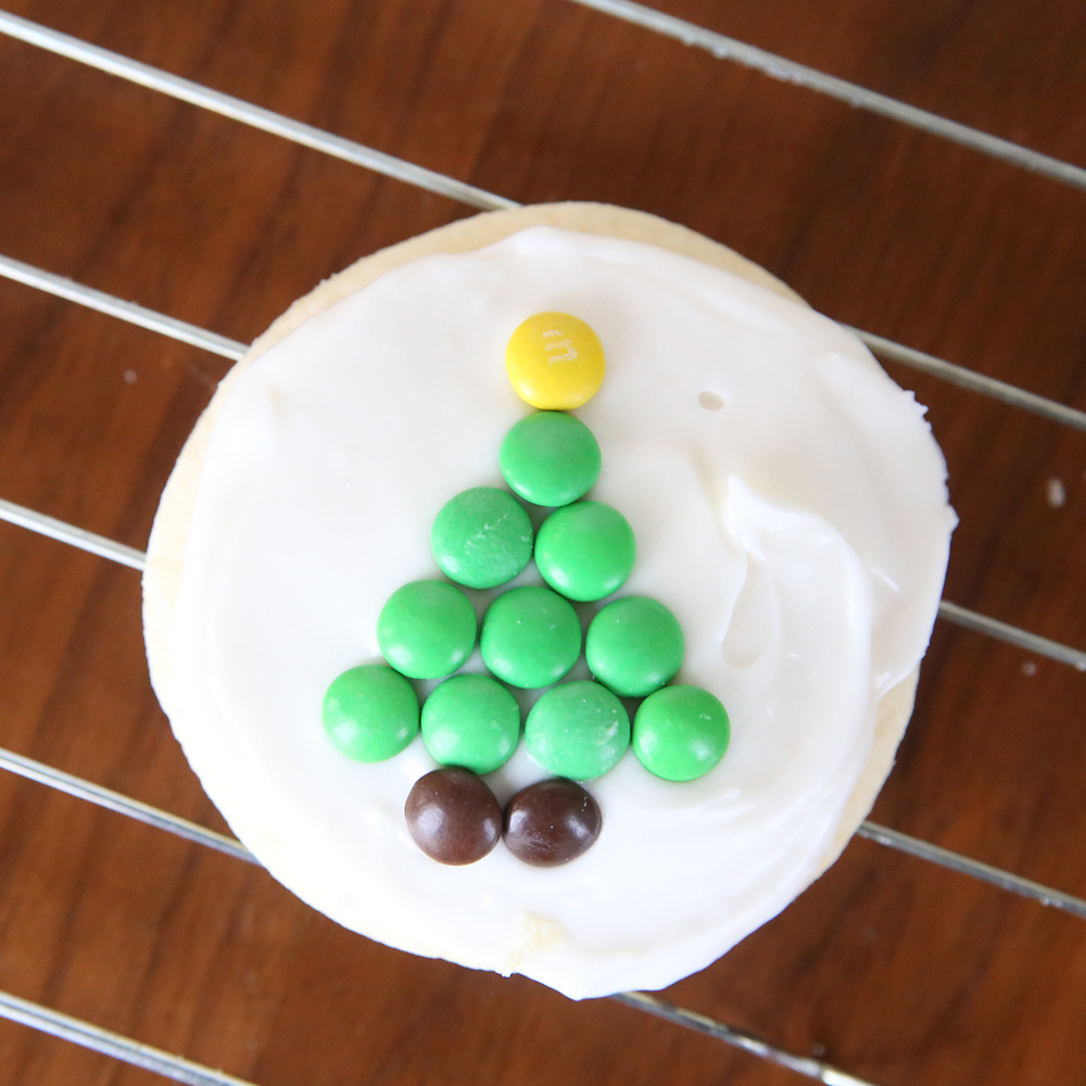 easy to decorate M M Christmas sugar cookies   It s Always Autumn Mini M Ms make it super easy to decorate Christmas sugar cookies
