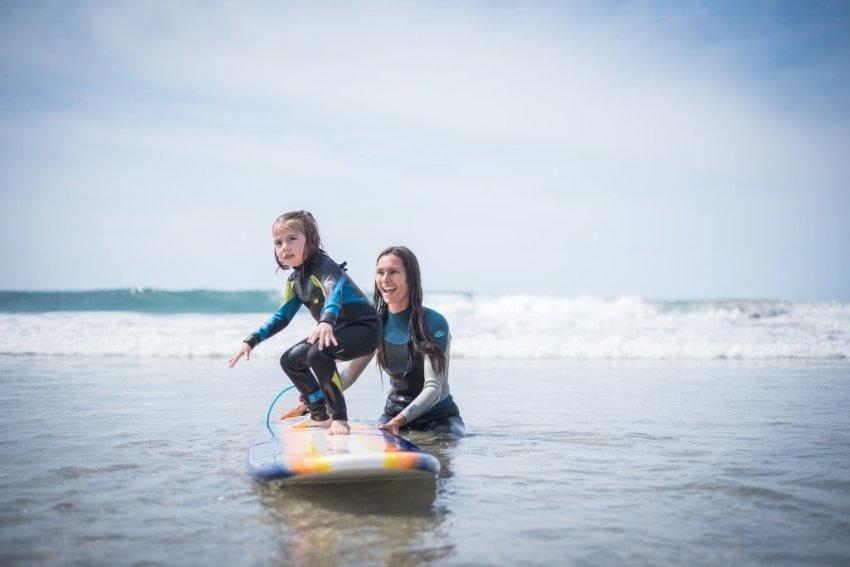 Ellia surfing
