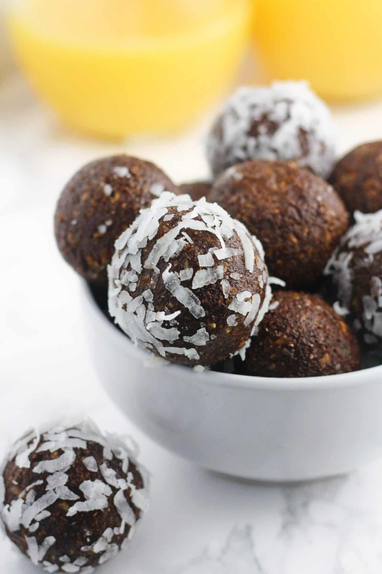 Super easy, no bake energy bites that do not contain any refined sugars. Made with avocado, chia seeds, hemp seeds and cacao powder, these are the ultimate superfood bites! - itscheatdayeveryday
