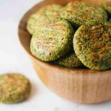 Easy, baked falafel recipe that is crispy and delicious. Perfect in a pita pocket or in addition to a salad! itscheatdayeveryday.com