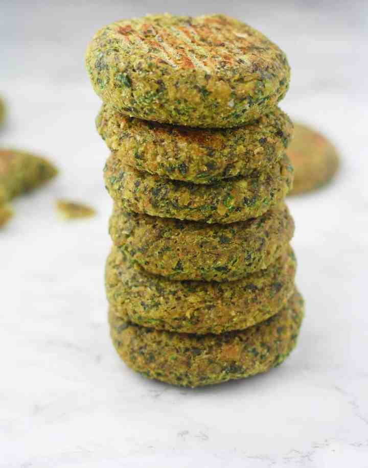 Easy, baked falafel recipe that is crispy and delicious! itscheatdayeveryday.com