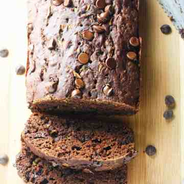 Double Chocolate Chip Zucchini Bread - moist and delicious chocolate bread, mixed with chooclate chips and grated zucchini. Insanely addictive! www.itscheatdayeveryday.com