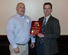 Mark Demidovich (L), presents Tom Sever of Gwinnett DOT with the 2016 ITS Georgia Best of ITS Innovation Award