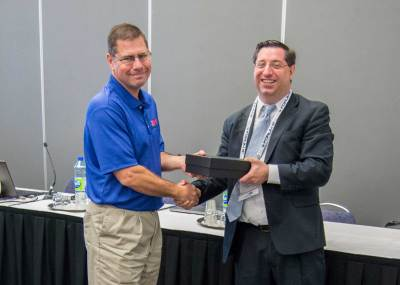 ITS Georgia President Mike Holt (L) accepts the 2017 State Chapter Growth Award from Jason Goldman of ITS America