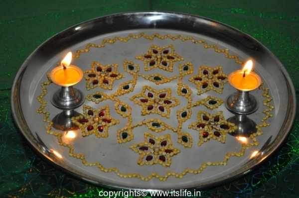 Arathi Thatte - Plate Decoration with Split Green Gram & Kundan Arathi Plate | Decorated Plate | Hobby | Arts and crafts