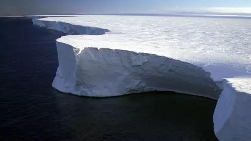 icebergb15 10 Amazing Places On Earth
