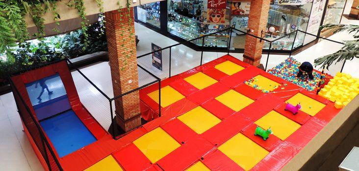 Parque de cama elástica é atração de férias no Plaza Shopping Itu