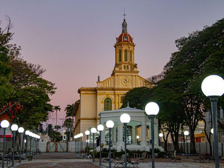 Praça da Matriz reabre e mantém suas características históricas