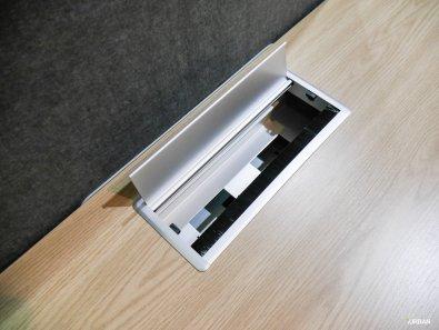 ฟังก์ชั่นปลั๊กไฟซ่อนที่โต๊ะทำงาน