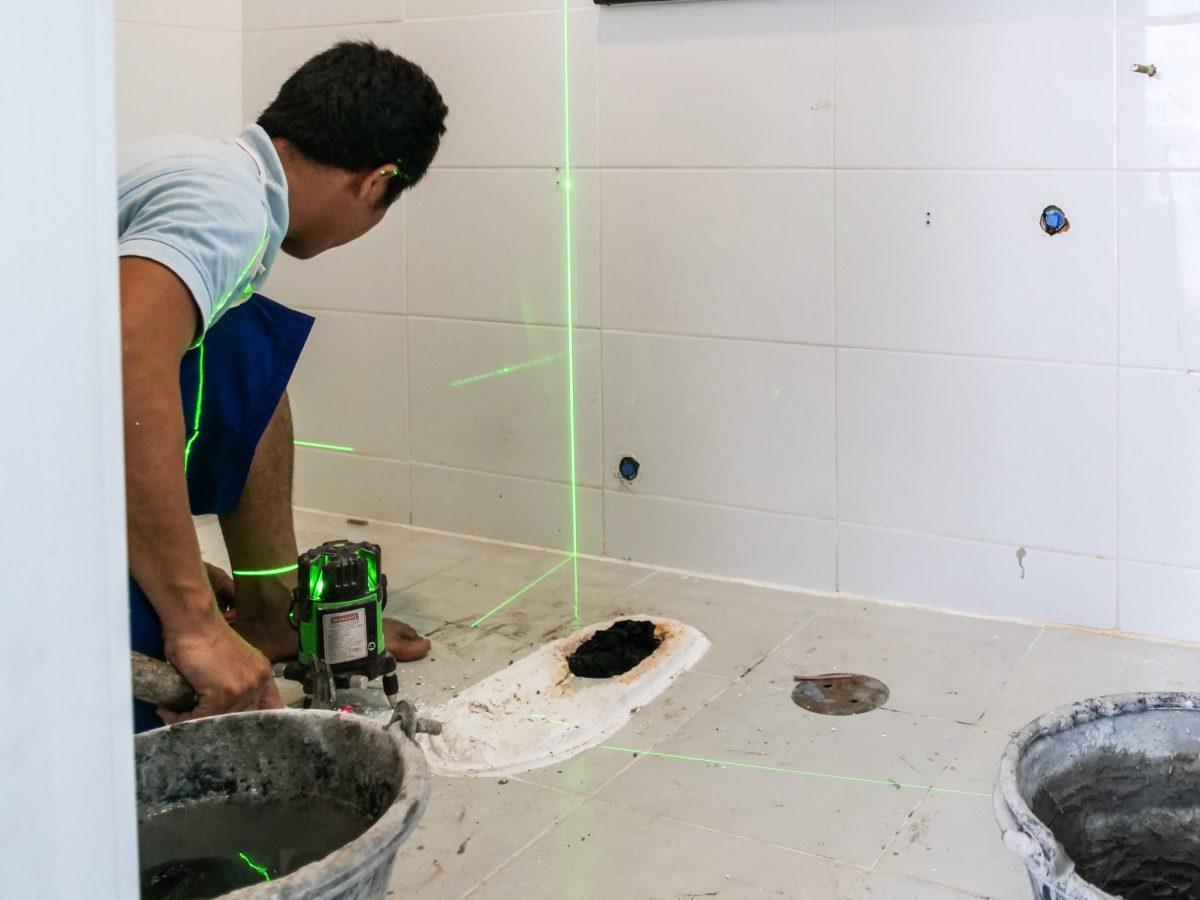 """4 ขั้นตอน """"รีโนเวทห้องน้ำขนาดเล็ก"""" ให้สวยใหม่ จบงานไวใน 2 วัน แบบปูกระเบื้องทับ ไม่ต้องรื้อ 30 - bathroom"""