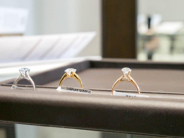 10 วิธีเลือกซื้อแหวนเพชร แหวนแต่งงาน ที่ต้องทำการบ้านก่อนไปร้านเพชร 32 - Ananta Fine Jewelry (อนันทา จิวเวลรี่)