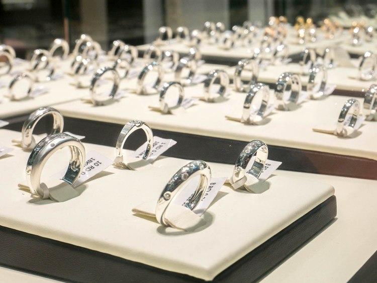 ananta diamondring iurban 1070152n 750x563 10 วิธีเลือกซื้อแหวนเพชร แหวนแต่งงาน ที่ต้องทำการบ้านก่อนไปร้านเพชร