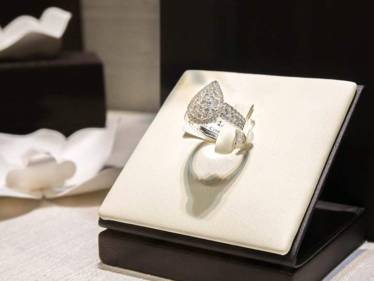 10 วิธีเลือกซื้อแหวนเพชร แหวนแต่งงาน ที่ต้องทำการบ้านก่อนไปร้านเพชร 19 - Ananta Fine Jewelry (อนันทา จิวเวลรี่)