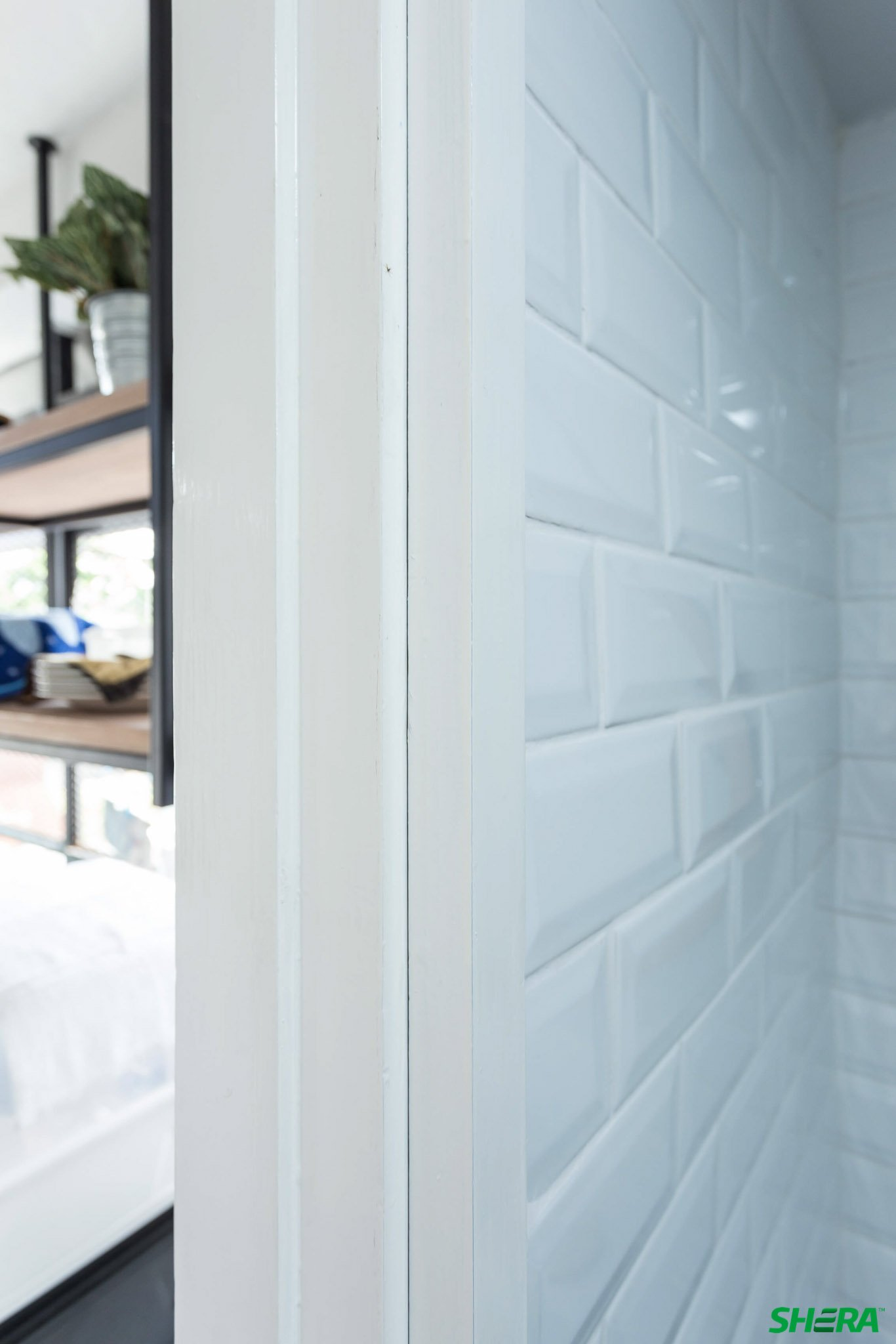 รีโนเวทบ้าน แปลงคอนโดเก่าเป็นสไตล์ Loft และประตูสวยทนด้วยไฟเบอร์ซีเมนต์จาก Shera 33 - fiber cement wood