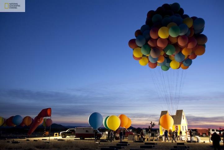 บ้านลอยได้ Floating house 13 - balloons