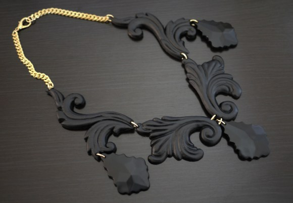 psnecklace6 580x402 DIY.Black necklace
