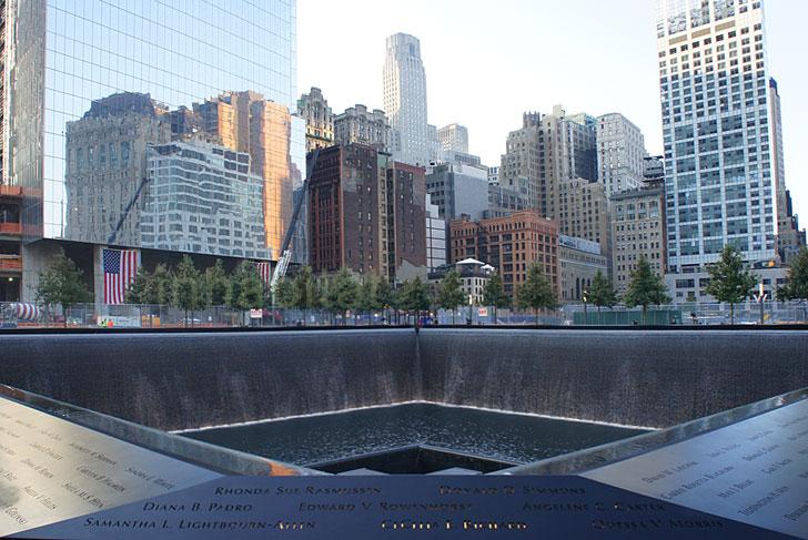 911 Memorial Reflection สถานที่รำลึกเหตุการณ์ 9/11 ที่ Ground Zero เปิดแล้ว