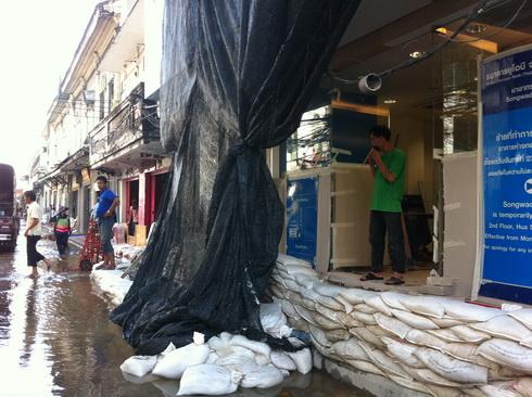 ถุงถลก..ช่วยชีวิตของใช้ของหวง ของขายดีที่สำเพ็ง 19 - flood