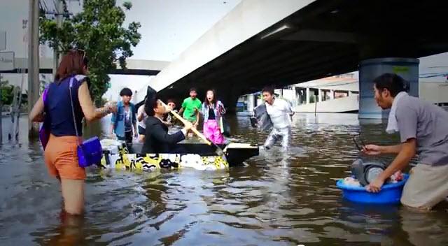 ไอเดียสร้างสรรค์สุดๆ..Ready Boat เรือพกพาจากแผ่นฟิวเจอร์บอร์ด 13 - flood