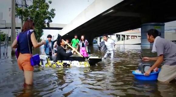 ไอเดียสร้างสรรค์สุดๆ..Ready Boat เรือพกพาจากแผ่นฟิวเจอร์บอร์ด 18 - flood