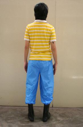 7 11 2554 10 41 07 Magic pants กางเกงแก้วป้องกันโรคจากน้ำท่วม