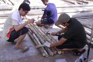 มาช่วยกันสร้างสะพานเพื่อชุมชนน้ำท่วมขังที่ลานเกียร์..วิศวะ จุฬาฯกัน