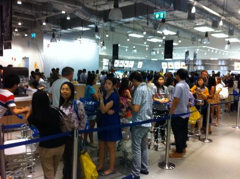 IKEA เปิดแล้ว..คนแห่ไปกันแน่นห้าง 19 - IKEA (อิเกีย)