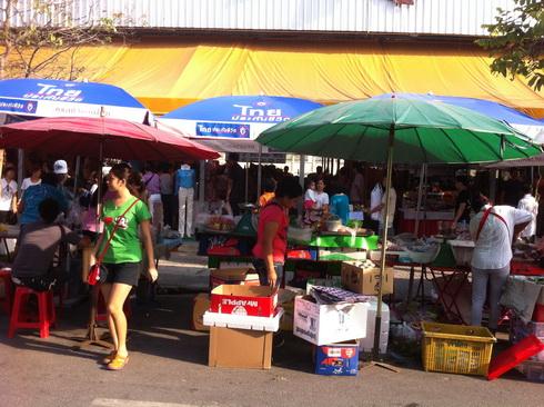 ตลาดเช้าที่สวนหลวง ร.9 15 -