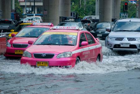 เทคนิคขับรถให้ปลอดภัยตามระดับความสูงของน้ำ 15 -