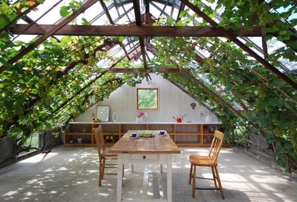 akio01 580x394 House in Tanimannari by Akio Kamiya  บ้านเล็กๆในสวน สำหรับเอนกายพัก แบบซิลๆ