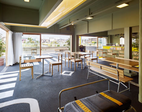 dezeen Cafe day by Suppose Design Office 04 Cafe/day By suppose design office ร้านกาแฟบนที่จอดรถ