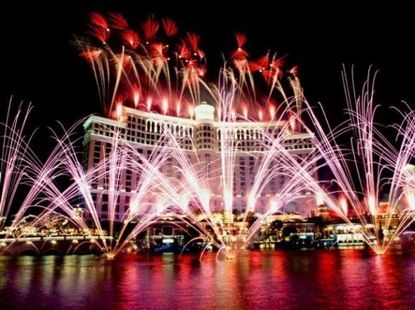 25550101 191106 2012 Countdown..ดอกไม้ไฟเหนือน่านฟ้าเมืองต่างๆ สวยงามแค่ไหน